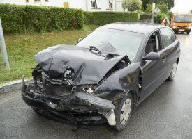 PROMETNA NESREĆA Teži sudar vozila na križanju Đurđevačke i Matačićeve ulice. Unesrećene hitna pomoć odvezla u bolnicu
