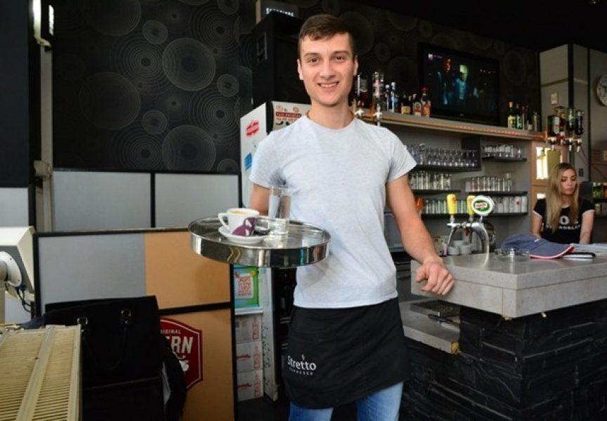 MANJAK KONOBARA Bjelovarski ugostitelji svako ljeto muku muče u potrazi za konobarima