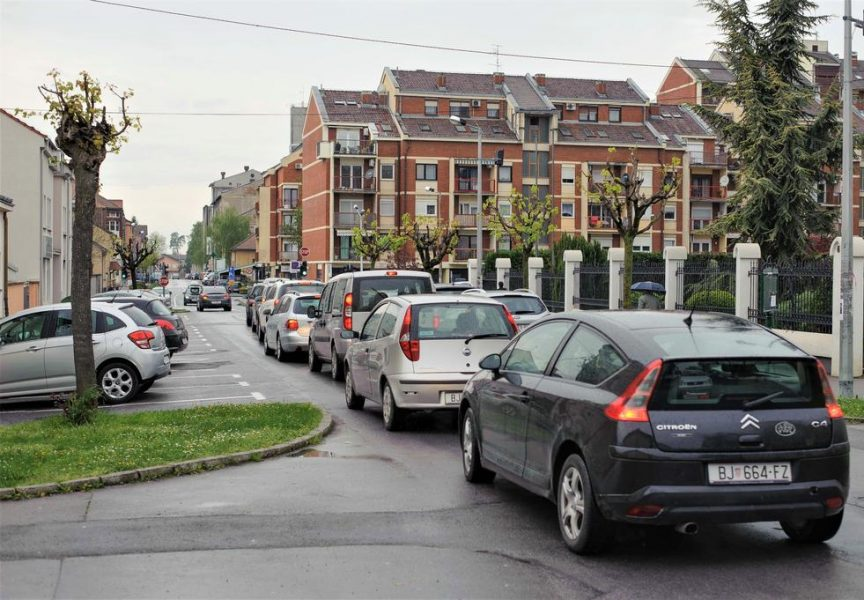 PROBLEMI U PROMETU Nesnosne prometne gužve postale gradskim zaštitnim znakom