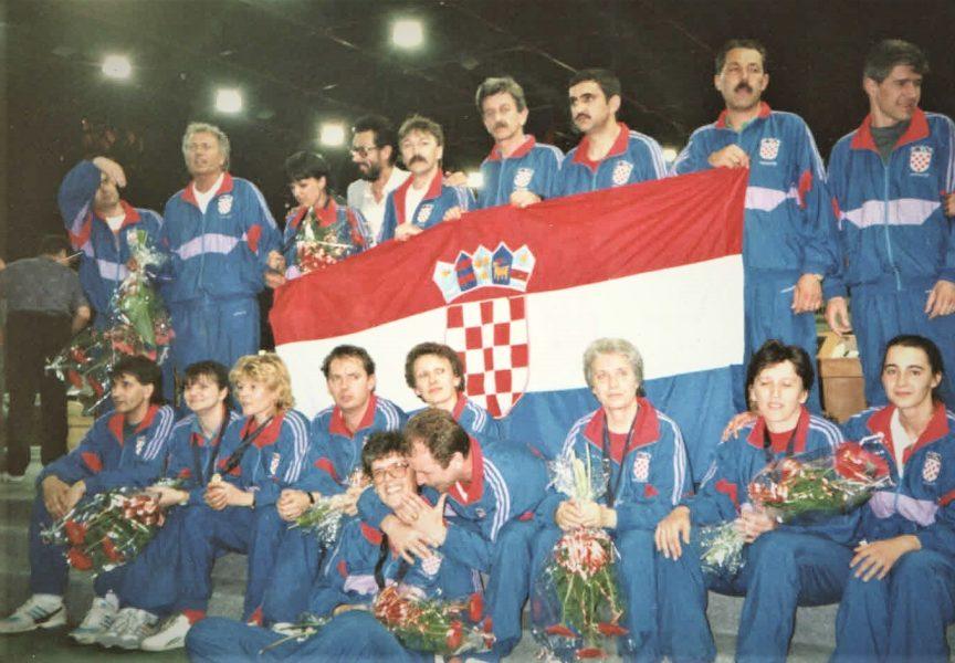VELIKA ČAST Hrvatska himna prvi put nakon samostalnosti svirala je bjelovarskom kuglaču