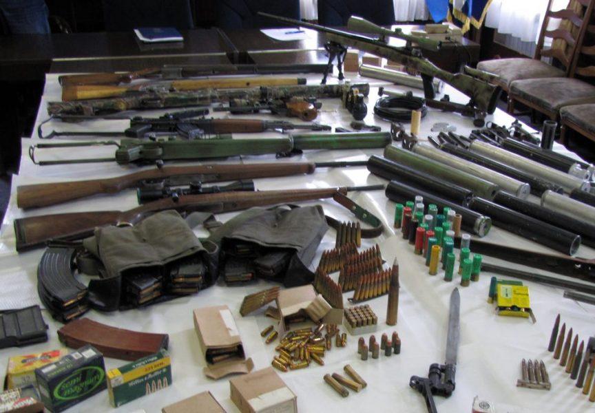 NAORUŽAN DO ZUBA Skrivao puške, bombe, barut i streljivo