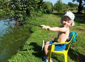NA VODI OD MALIH NOGU Sa samo tri godine razlikuje sve vrste riba u Česmi