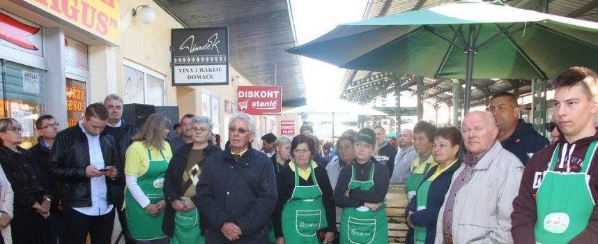 FOTO -CERTIFICIRANO 42 OPG-a Na Gradskoj tržnici svečano uručeni važni certifikati
