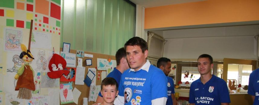 FOTO – VUKOJEVIĆ NA DJEČJEM ODJELU BOLNICE Uspješno završena donatorska akcija za bjelovarsku bolnicu