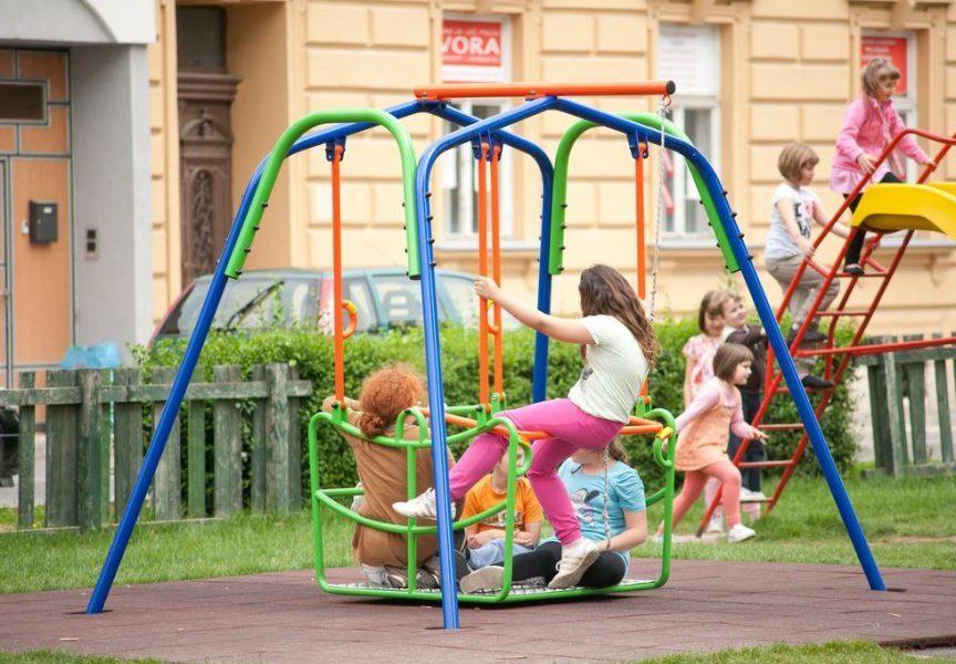 ULAŽE SE 150 TISUĆA KUNA U ODRŽAVANJE SPRAVA NA DJEČJIM IGRALIŠTIMA Briga za djecu na prvom mjestu