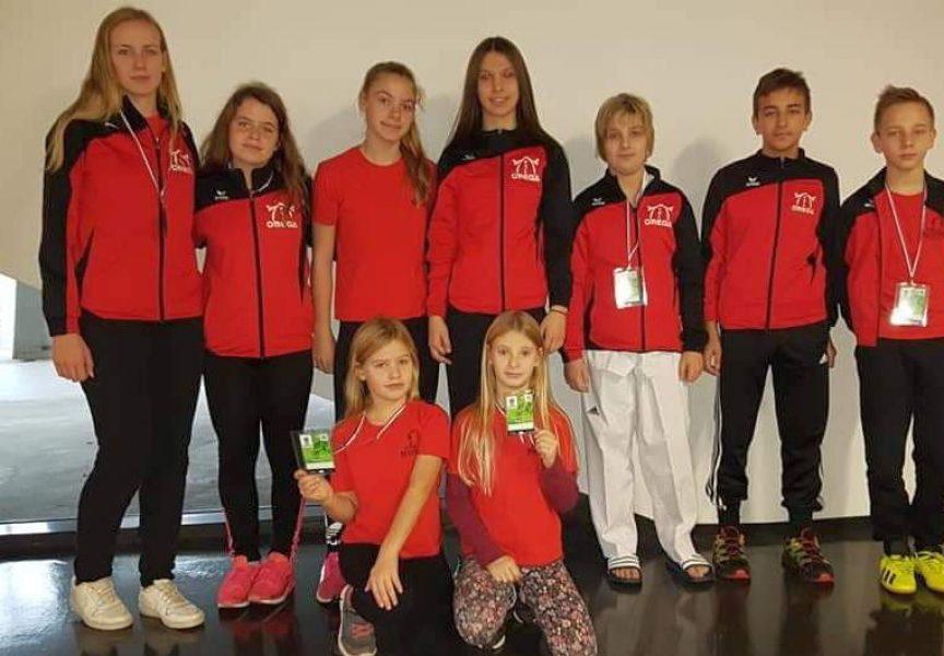 Taekwondoisti Omege okićeni medaljama