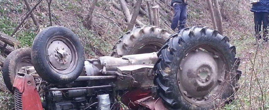 Traktorist (36) sletio u putni jarak i poginuo