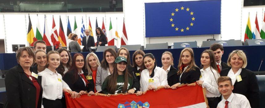 """Video uradak na temu """"Zašto treba glasovati"""" odveo ih u srce EU"""