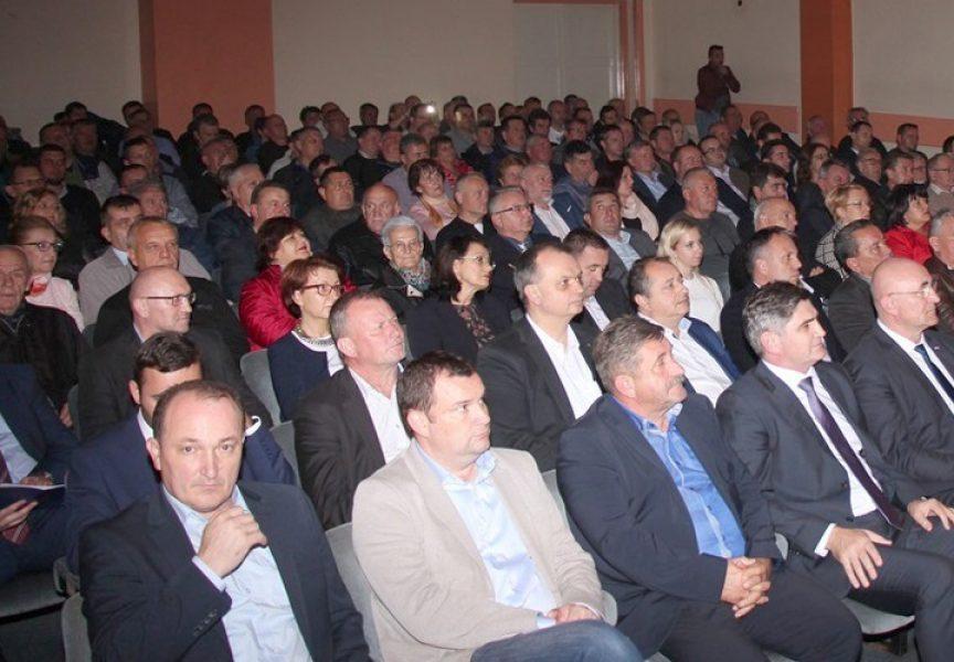 Zbog kritike vodstva suspendiran predsjednik utemeljitelja HDZ-a