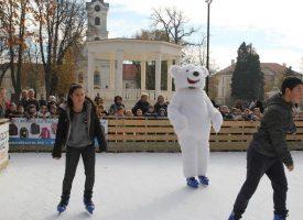 VIDEO – LEDENA ZIMSKA BAJKA  U središnjem parku otvoreno Bjelovarsko klizalište
