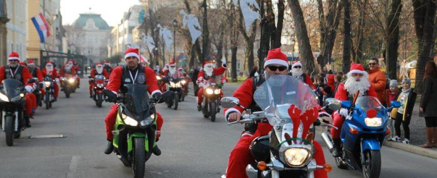 FOTO – Moto Mrazovi i djeca ispunili gradski korzo i okitili božićnu jelku
