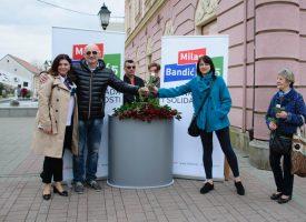 DAN ŽENA Političari ženama  podijelili cvijeće i parole