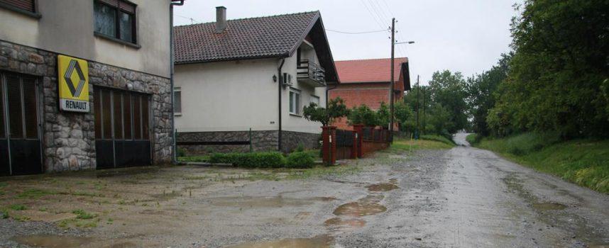 FOTO –  ŽIVOT U BLATU Za vrijeme kiše Livadska ulica pretvara se u močvaru