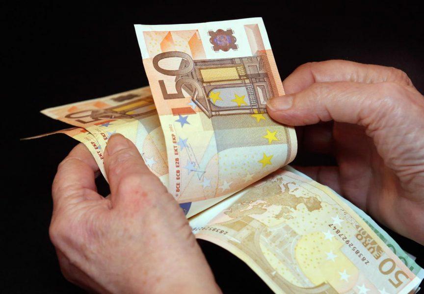 Lažni policajci tražili staricu stare njemačke marke, a onda joj ukrali eure