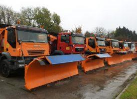 ZIMSKA SLUŽBA PREZENTIRALA SVOJ VOZNI PARK Na raspolaganju 26 vozila s ralicama i posipačima