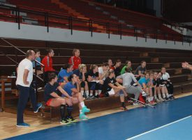 PETAK JE DAN RUKOMETA Bjelovarske rukometašice odradile posljednji trening i poručuju – spremne smo!