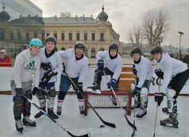 I DALJE NA LEDU Bjelovarski hokejaši na turniru u Vukovaru