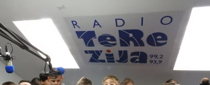 SVJETSKI DAN RADIJA Osnovnoškolci na radiju Terezija