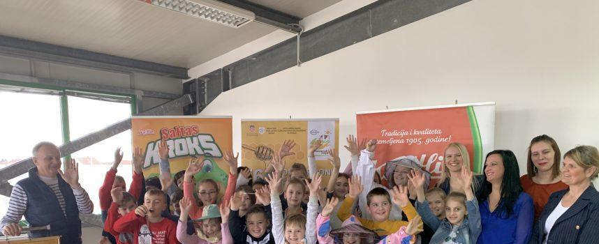 USUSRET SAJMU Učenici uživali u Maloj školi pčelarstva