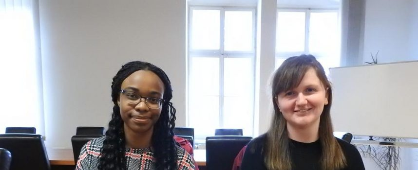 STUDENTICE IZ ŠKOTSKE U BJELOVARU Na studij sestrinstva u Bjelovar došle su Priscille i Leigh sa 'Robert Gordon' Universitya