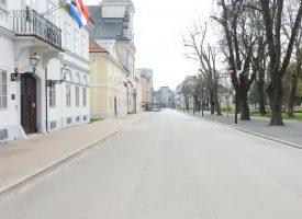 FOTO – PRAZAN GRAD – Bjelovarčani se povukli u svoje domove