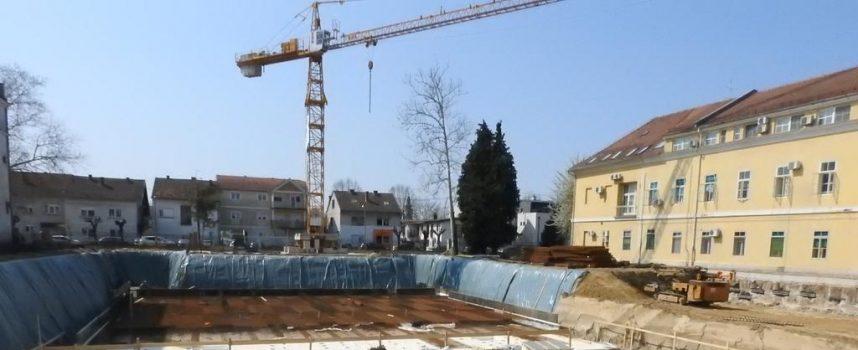 FOTO – VELIKO GRADILIŠTE Nova zgrade bolnice gradi se unatoč krizi i pandemiji