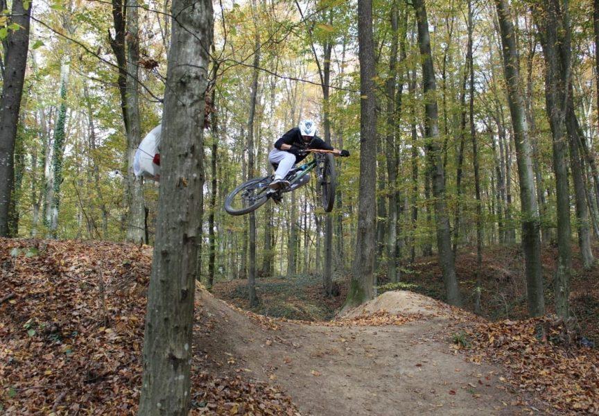 EKSTREMNI SPORT – Bjelovarčanin Mario trenira najekstremniju disciplinu brdskog biciklizma