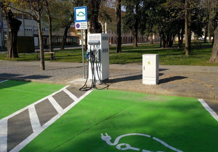 E – PUNIONICA Na Trgu Eugena Kvaternika s radom počela punionica za električne automobile