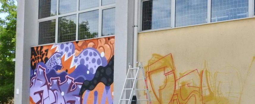 FOTO – 43 JAM Oslikava se devet murala na Srednjoškolskom centru